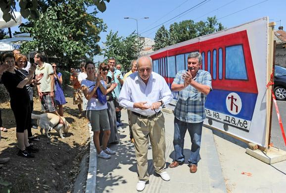 Đuro Damjanović, 94- godišnjak, najstariji stanovnik Vojvode Stepe, svečano je otvorio novu tramvajsku liniju