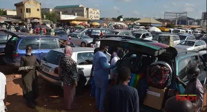 FG threatens to withdraw permit of transporters flouting interstate travel protocols. [Wuzup Nigeria]