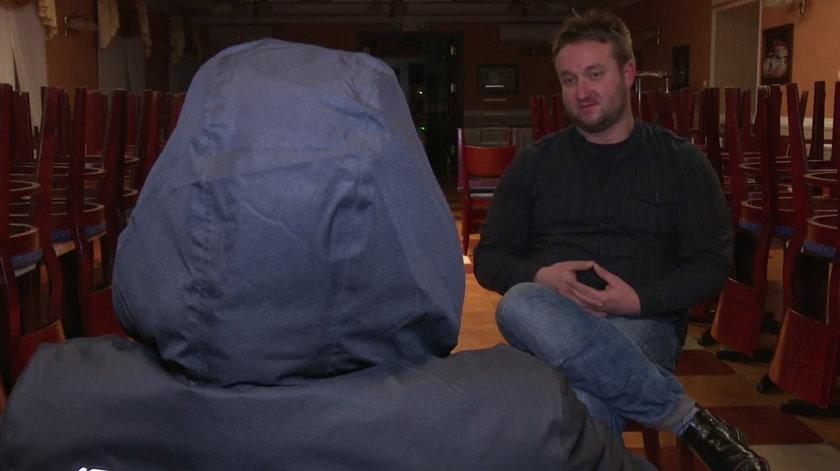 Kadr z filmu z rozmowy z informatorem Faktu