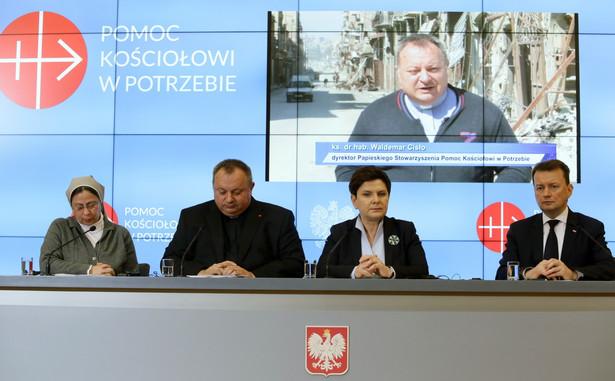 Premier Beata Szydło, Mariusz Błaszczak, ks. prof. Waldemar Cisło, siostra Annie Demerjian, 11 bm. PAP/Tomasz Gzell