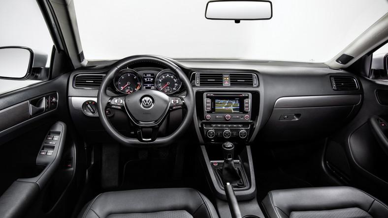 Od 1979 roku wyprodukowanych zostało ponad 14 milionów egzemplarzy sześciu generacji jetty. W opinii Volkswagena jest to jeden z najpopularniejszych sedanów na świecie i najważniejszy model tej niemieckiej marki w Ameryce Północnej. Producent najwidoczniej doszedł do wniosku, że warto sprawić kierowcom prezent na Wielkanoc i pokazał nową odsłonę swojego przeboju…