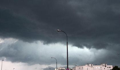 Intensywne opady i burze na Śląsku. Strażacy walczyli ze skutkami nawałnicy