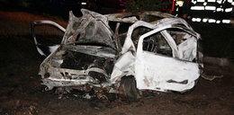 Straszny wypadek rodziny z dzieckiem! Auto stanęło w ogniu, a sprawca uciekł