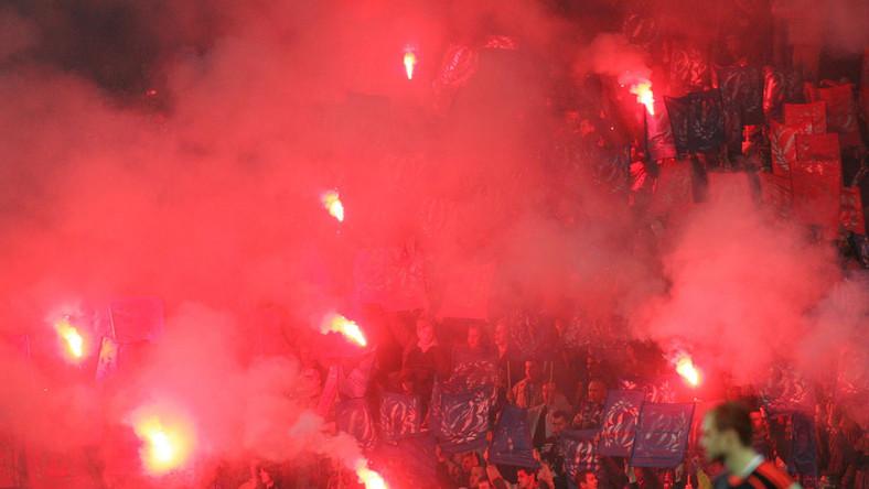 5 tysięcy złotych zapłaci Polonia Bytom za wniesienie i odpalenie przez kibiców bytomskich kilkudziesięciu rac świetlnych podczas meczu z Legią Warszawa