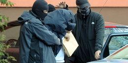 Katowali zatrzymanych na komendzie