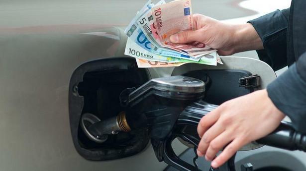 Mapa z uśrednionymi cenami paliw w 16 miastach Polski pokazuje, że – zależnie od regionu – różnice na litrze paliwa mogą przekraczać 30 gr