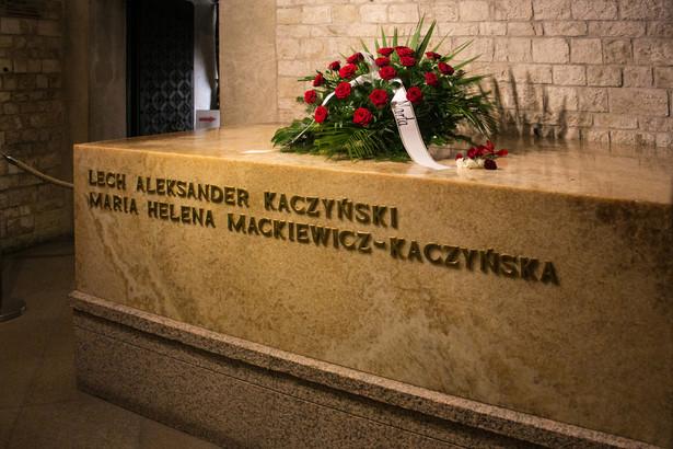 Ekshumowano kolejną - 28. - ofiarę katastrofy smoleńskiej, z grobu osobistego lekarza prezydenta Lecha Kaczyńskiego Wojciecha Lubińskiego, znajdującego się na warszawskich Powązkach Wojskowych.
