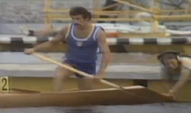 Matija Ljubek na Olimpijskim Igrama 1976. u Monrealu nakon kojih je medalju poklonio Titu
