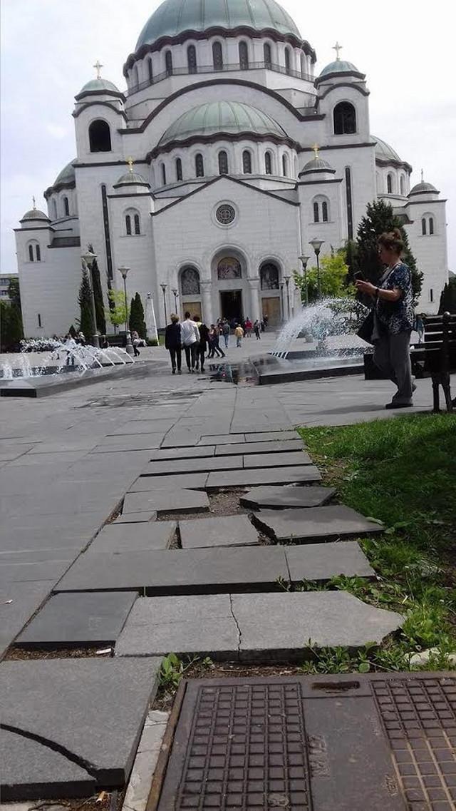 Tužan pogled ka Hramu Svetog Save