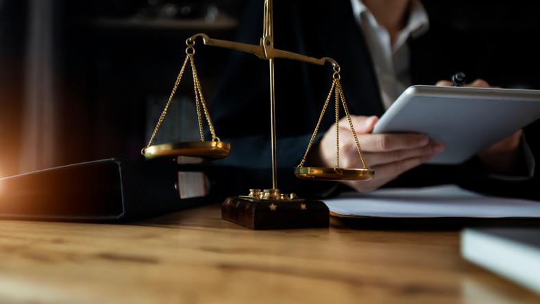 prawo prawnik pomoc prawna fot. shutterstock