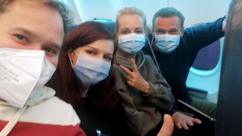 Aleksiej Nawalny w samolocie