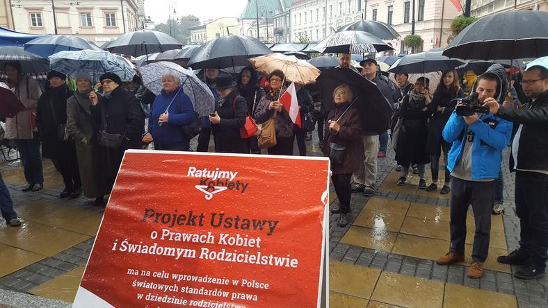 Deszcz nie przeszkodził uczestnikom protestu