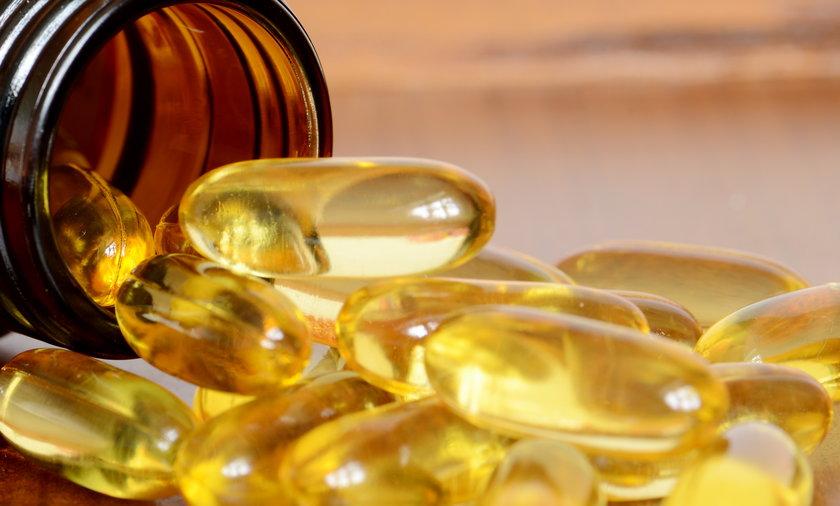 Przebywanie na słońcu może nie zapewniać odpowiedniej dawki witaminy D3. W takim przypadku pozostaje ci dieta bogata w ryby i oleje oraz przyjmowanie leków.