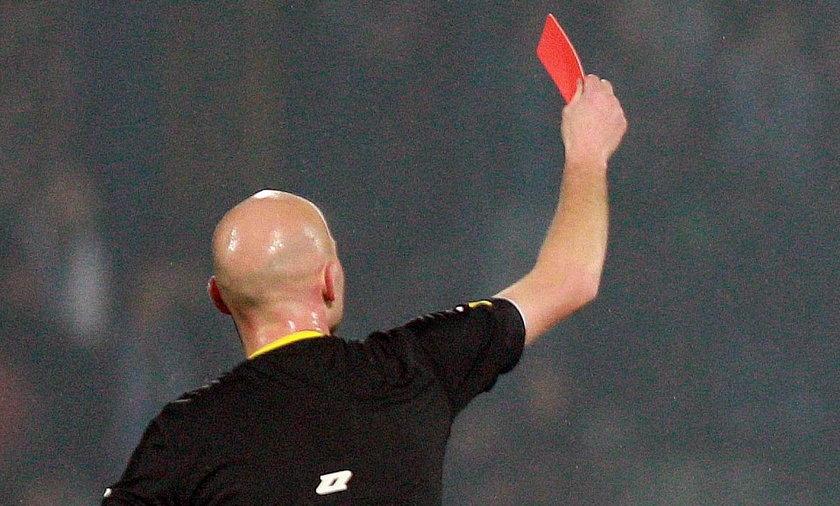 Piłkarz otrzymał czerwoną kartkę za nazwisko