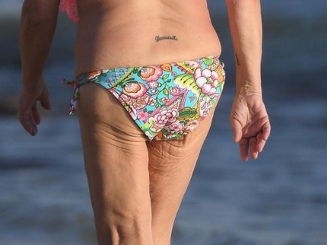 Glumica je smršala 70 kilograma i pokazala transformaciju na plaži: A kada se okrenula, minijaturne gaćice otkrile su ono što NIKO NIJE ŽELEO DA VIDI
