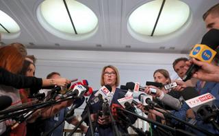 Mazurek: Podtrzymujemy nasze stanowisko ws. przepisów obniżających uposażenie