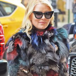 Jessica Simpson niczym kolorowy Transformer na Manhattanie