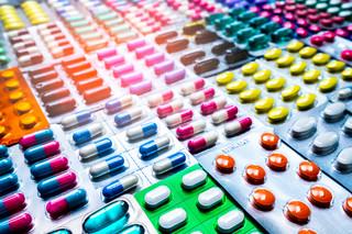 Eksperci: Przewlekle chorzy muszą uważać na leki bez recepty