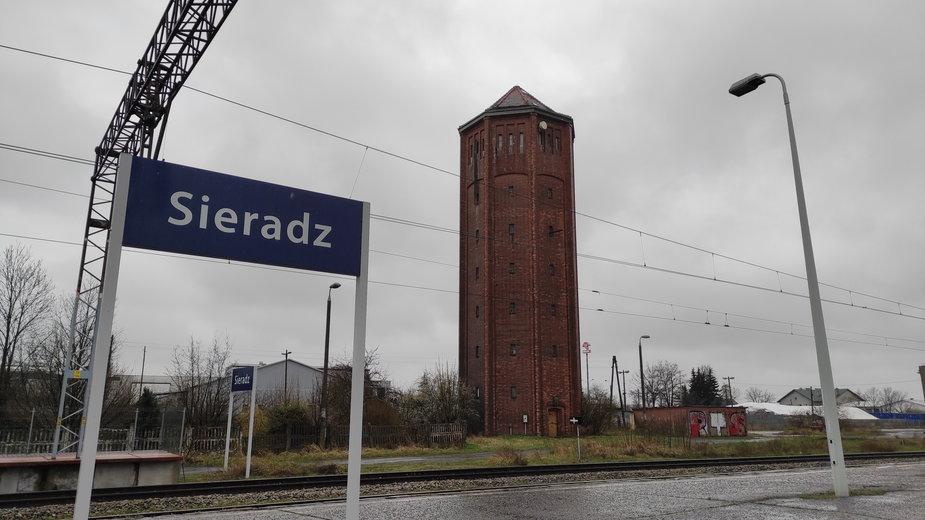 Wieża ciśnień obok dworca kolejowego w Sieradzu