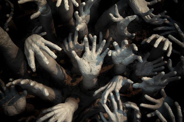 Naczelną metaforyczną figurą owego bogatego zbioru wyobrażeń o pandemicznym kresie cywilizacji jest zombi – zakażony tajemniczym wirusem były człowiek, ani żywy, ani martwy, nieczuły na ból, kierujący się jedynie niemożliwym do zaspokojenia apetytem na mięso i krew zdrowych istot ludzkich