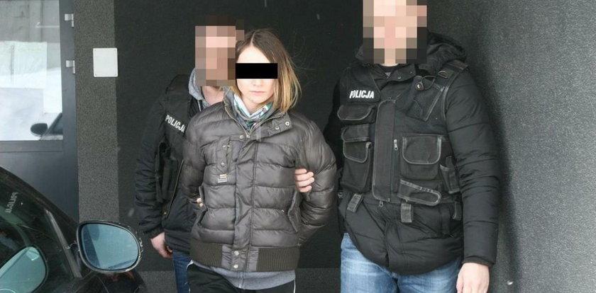 Z atrapą broni napadła na Żabkę. Policjant ukrył się ze strachu