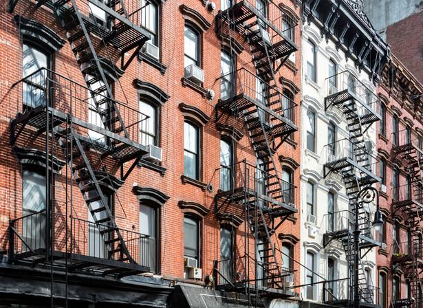Historyczna zabudowa Lower East Side w Nowym Jorku
