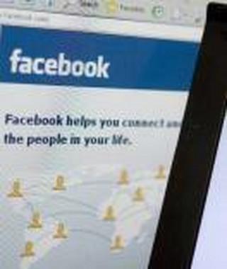 Facebook uzależnia, szczególnie kobiety