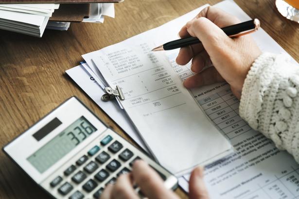 Spór z fiskusem toczył się o to, czy po ustaleniu ostatecznej proporcji wspólnicy będą musieli skorygować odprowadzone zaliczki na PIT i zapłacić ewentualne odsetki za zwłokę.