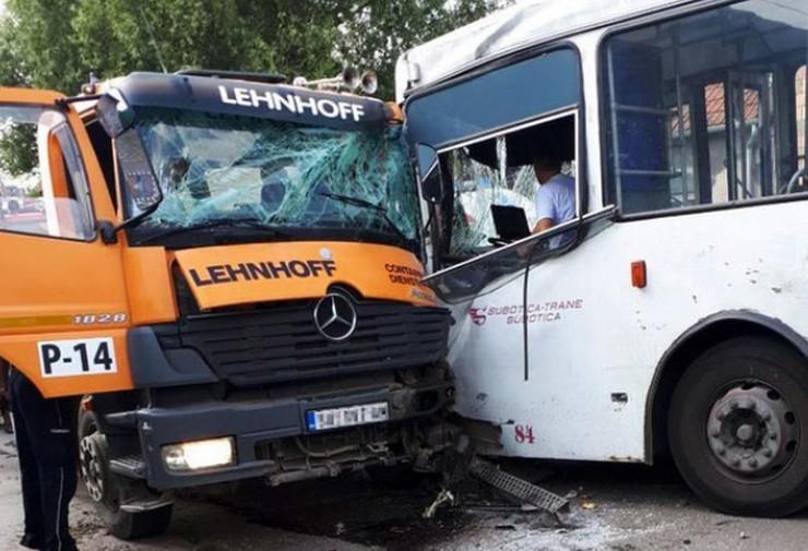 sudar autobusa i kamiona u subotici_070918_RAS_ftosuboticacom 004