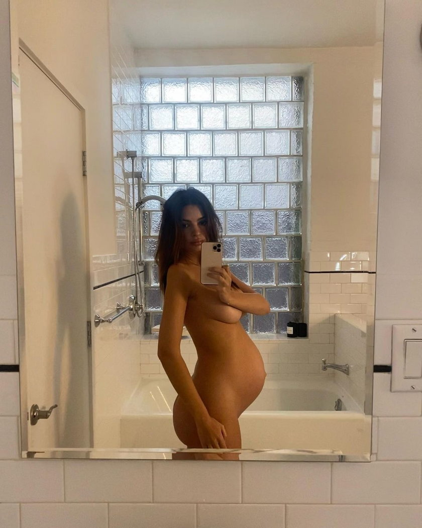 Emily Ratajkowski za nieco ponad miesiąc zostanie mamą. Znowu pozuje nago z ciążowym brzuchem