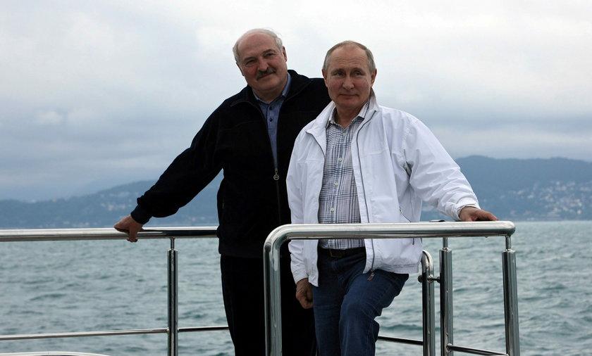 Po zakończeniu formalnych rozmów Władimir Putin i Łukaszenka wybrali się na rejs luksusowym jachtem.