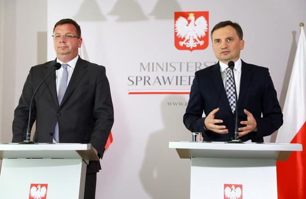 Minister sprawiedliwości i prokurator generalny Zbigniew Ziobro oraz sekretarz stanu w MS Michał Wójcik