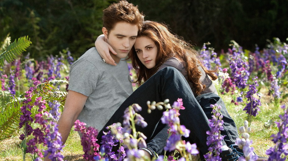 """Robert Pattison i Kristen Stewart w filmie """"Saga Zmierzch: przed świtem, cz. 2"""" (kadr)"""