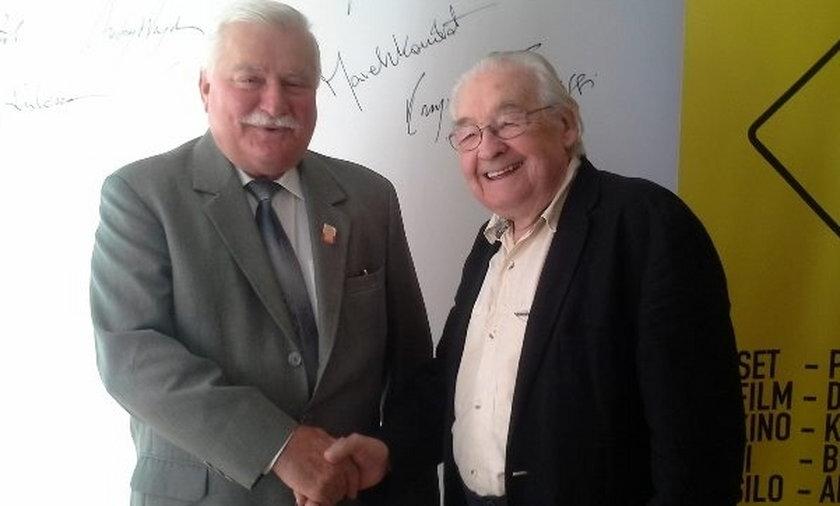 Lech Wałęsa w towarzystwie mistrza Wajdy obejrzał film o sobie