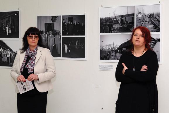 Ivana Jovičić Ćurčić (desno), autorka izložbe
