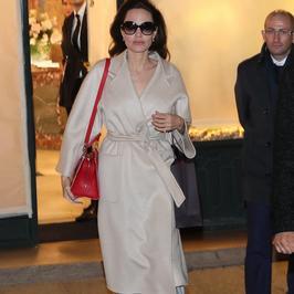 Angelina Jolie w szlafroku na zakupach?! Ta stylizacja nie należała do udanych