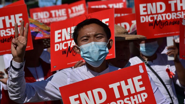 Pływak z Birmy w proteście przeciwko przewrotowi wojskowemu nie pojedzie na igrzyska