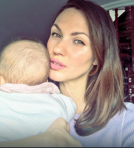 Bojana Barović sa ćerkicom