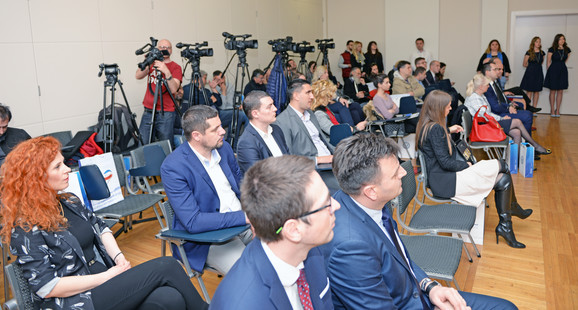Konferencija za medije na Sajmu automobila - Dunav osiguranje i Poštanska štedionica
