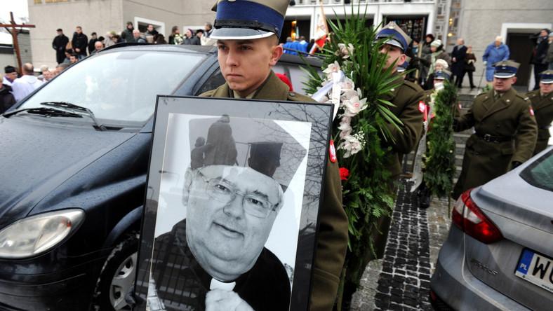 Ponowny pogrzeb rektora Uniwersytetu Kardynała Stefana Wyszyńskiego, księdza profesora Ryszarda Rumianka