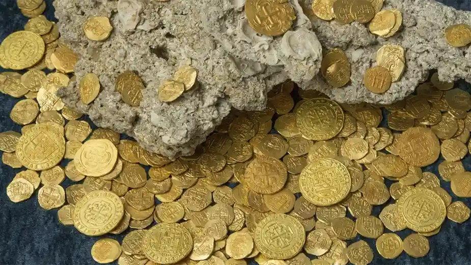 Zatopione hiszpańskie złoto, na które natrafiono w 2015 r. na Karaibach. Transport, którym płynęło, został zatopiony przez huragan w 1715 r.