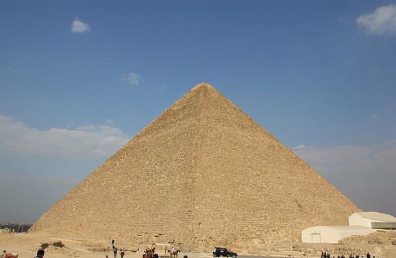 Keopsova piramida je jedno od sedam svetskih čuda starog sveta