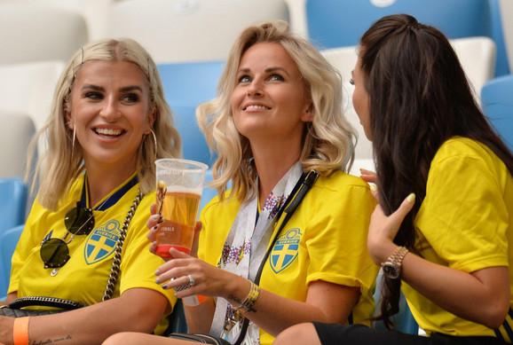 Švedske navijačice pred meč sa Engleskom