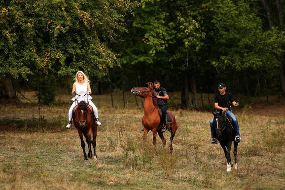 Rekom kajak plovi, poljem jure konji vrani: Poduhvat vrednih momaka s Romanije