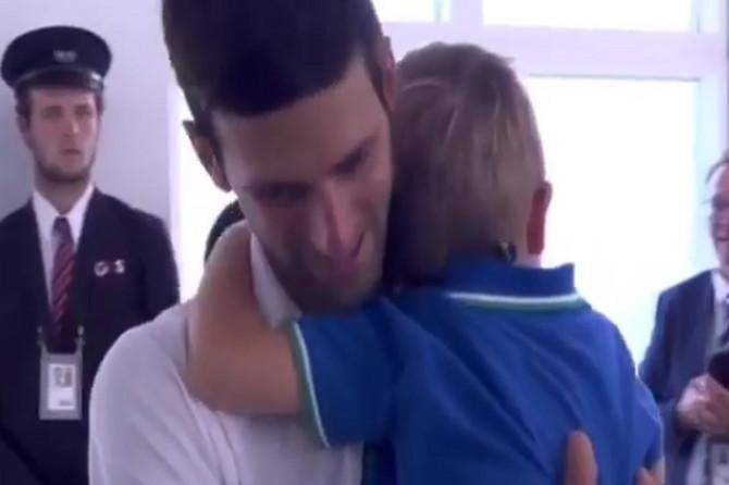 Jedan VELIKI SAN doveo je Novaka do trijumfa, a u tome se OVAJ ŠAMPION nimalo ne razlikuje od SVAKOG RODITELJA u Srbiji