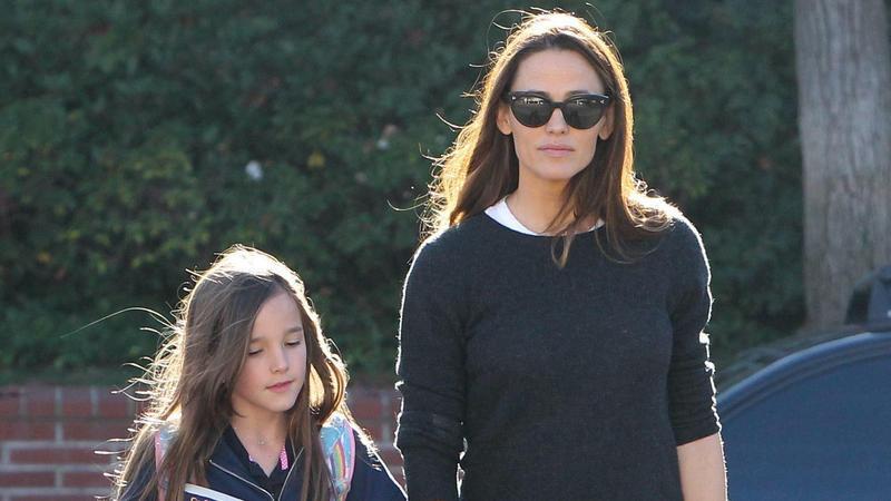 Jennifer Garner z córką wracają ze szkoły