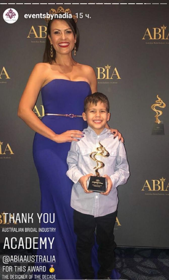 Nadia Duran sa sinom Novakom na ceremoniji