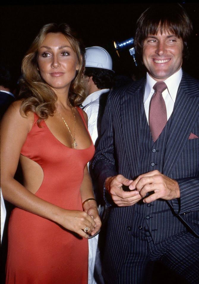 Brusova prva supruga Linda Tomspon, sa kojom ima dva sina, izjavila je da je za njegovu tajnu znala odavno