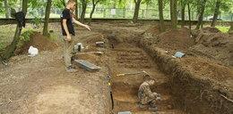 Wykopali 232 ciała. tajemnica masowego grobu