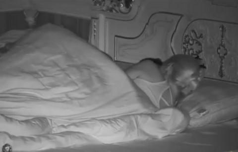"""Šok u """"Parovima"""": Učesnik imao vrelu akciju ispod pokrivača sa svojom trudnom devojkom! VIDEO"""